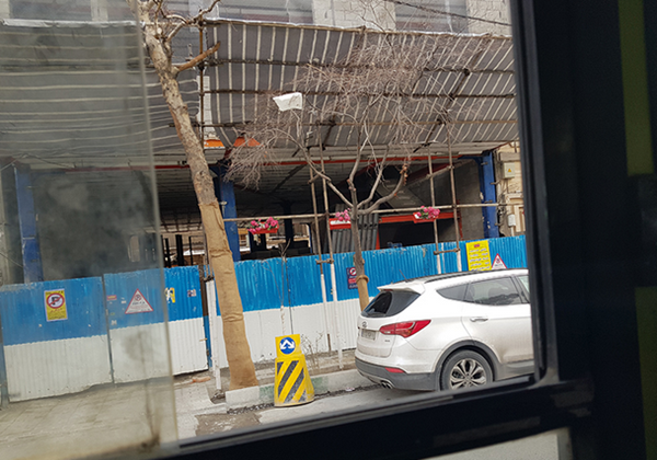 نخاله های ساختمانی و سازه های نیمه کاره در تقابل با زیبایی شهر اهواز