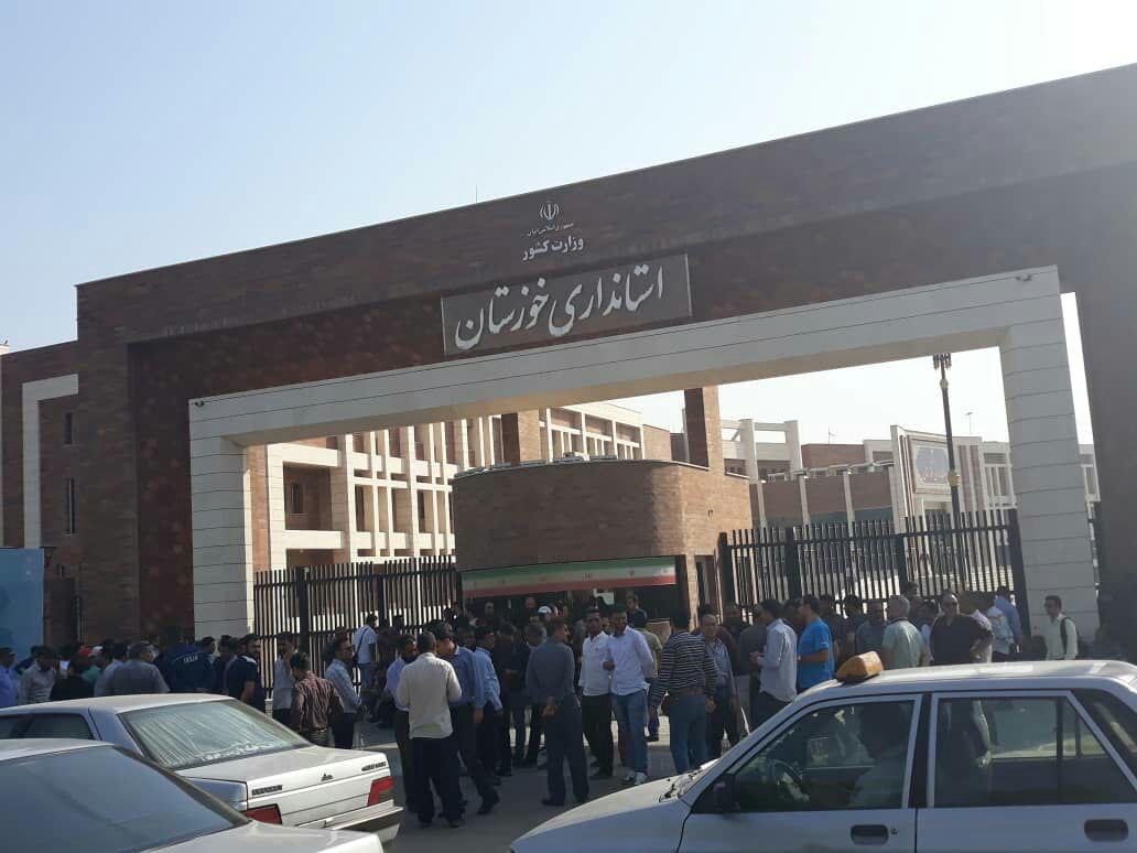 تجمع کارگران گروه ملی فولاد ایران ادامه دارد