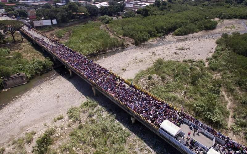 تصاویری باورنکردنی از فرار مردم ونزوئلا به خاطر نرخ تورم و فقر