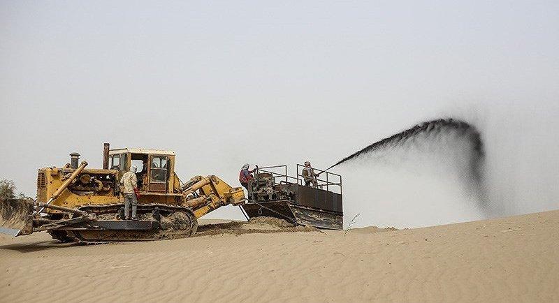 مالچپاشی، محیطزیست خوزستان را نابود میکند