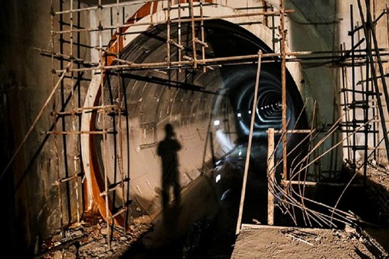 مطالبه کارگران متروی اهواز برای پرداخت معوقات ادامه دارد