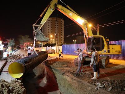 در راستای ساماندهی وضعیت فاضلاب خیابانهای ۱۳ شرقی و غربی کیانپارس: عملیات اصلاح خط اصلی فاضلاب در دو جبهه کاری