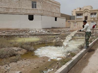 اجرای عملیات آهک پاشی با هدف حفظ محیط زیست و سلامت شهروندان پس از سیلاب