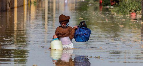 برخی دستگاهها کار در مناطق سیل زده خوزستان را رها کرده اند