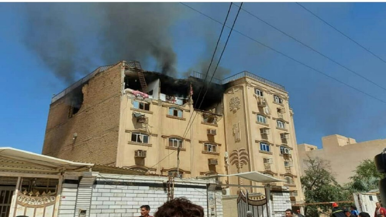 مهار آتش سوزی در یک مجتمع مسکونی ۱۲ واحدی در اهواز