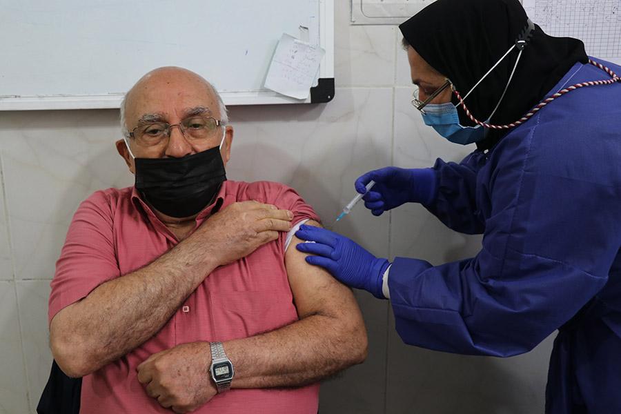 تب، ضعف و بی حالی عوارض طبیعی واکسن ها هستند