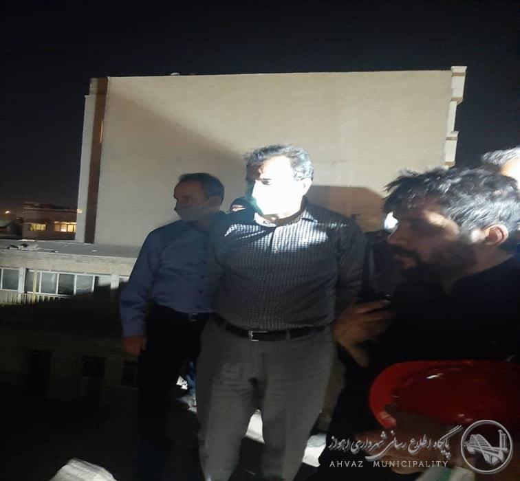 بازدید شهردار اهواز از محل آتش سوزی منطقه عامری