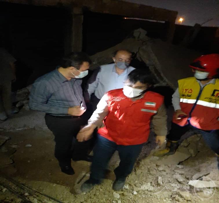 بازدید شهردار اهواز از محل حادثه ریزش ساختمان در میدان فرهنگ شهر
